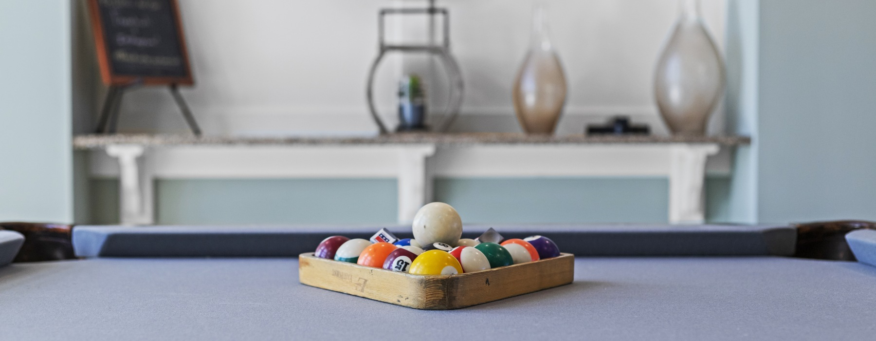 Billiards with accent table